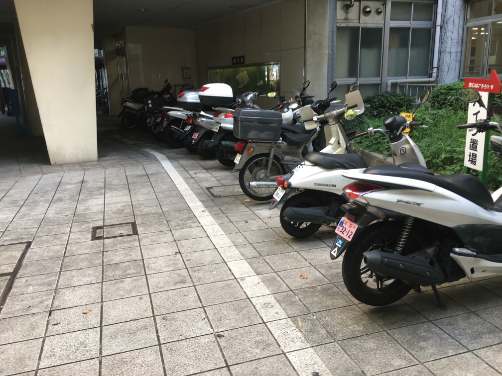 北区役所バイク駐輪場