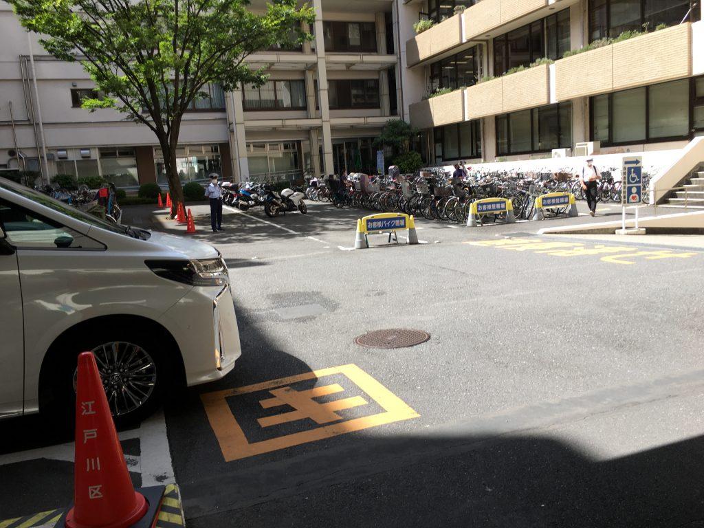 江戸川区役所バイク駐輪場