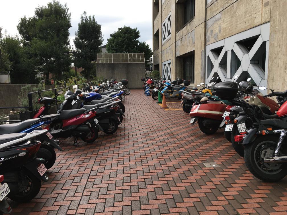 世田谷区役所バイク駐輪場