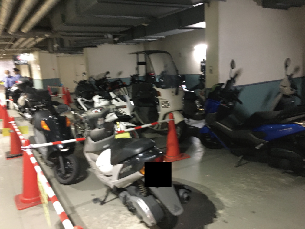 大田区役所地下駐車場のバイク置き場