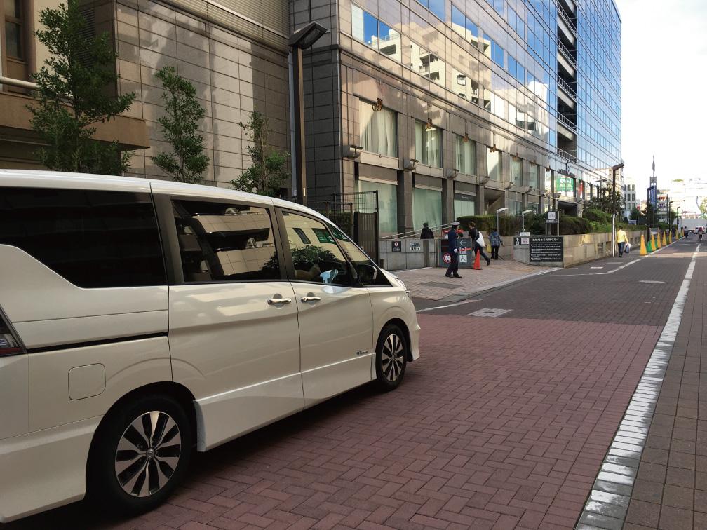 大田区役所地下駐車場の入り口