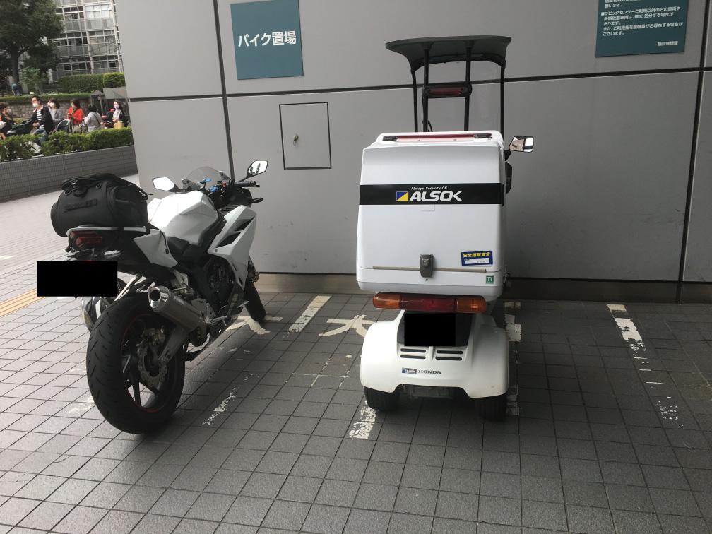文京シビックセンター(文京区役所)バイク駐輪場
