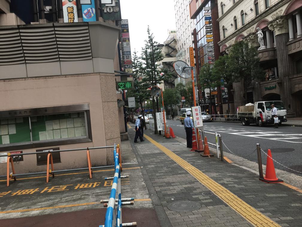 新宿区役所本庁舎地下駐車場出入り口