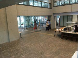 渋谷区役所入り口