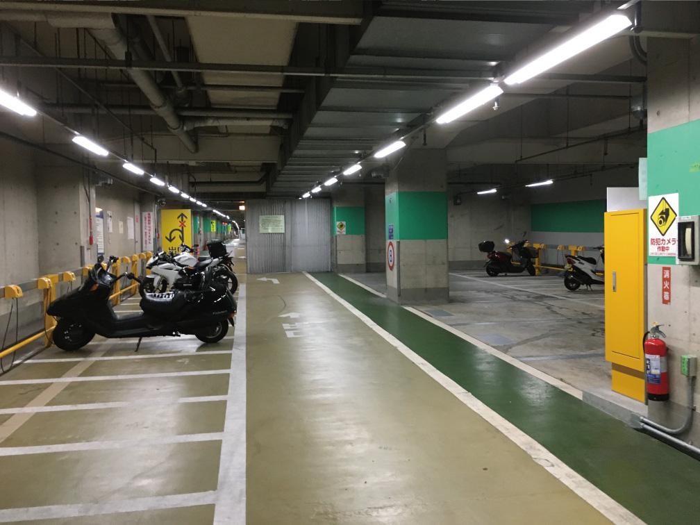 渋谷区役所前公共地下駐車場のバイク駐輪スペース