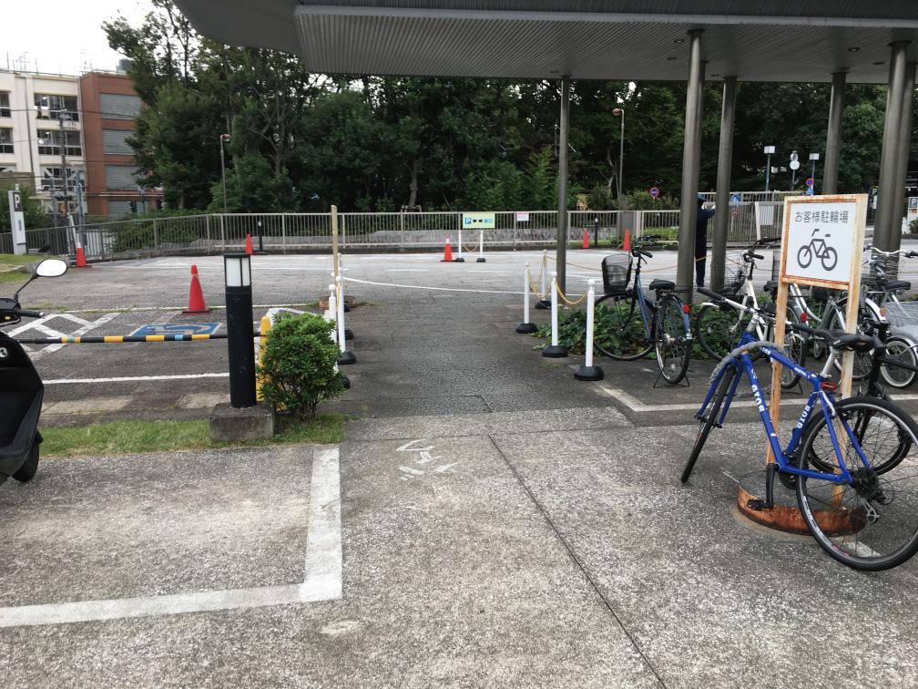 目黒区役所バイク置き場入り口
