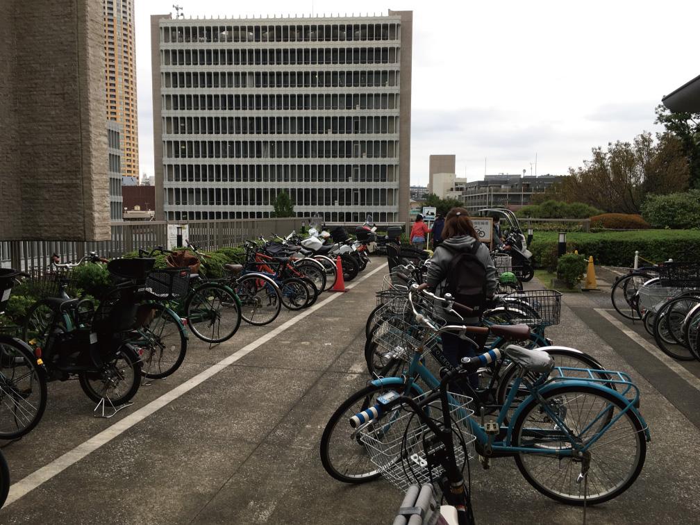 目黒区役所バイク駐輪場