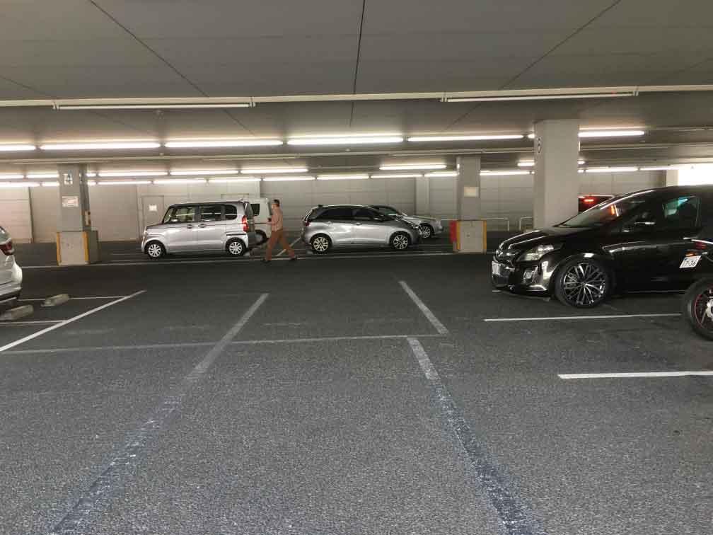ヤマダ電機アウトレット足立店駐車場