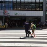新大久保駅入り口